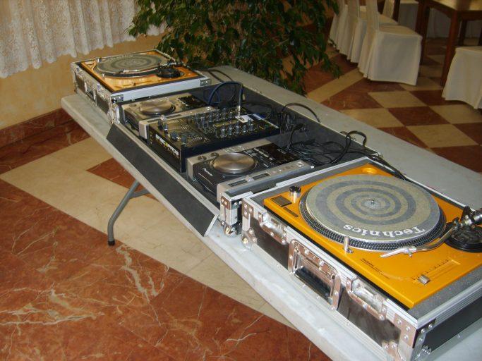 Alquiler equipos de sonido e iluminación, discomovil Alicante