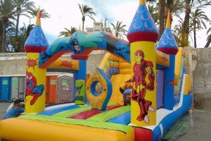 Castillo hinchable con tobogán para fiestas infantiles