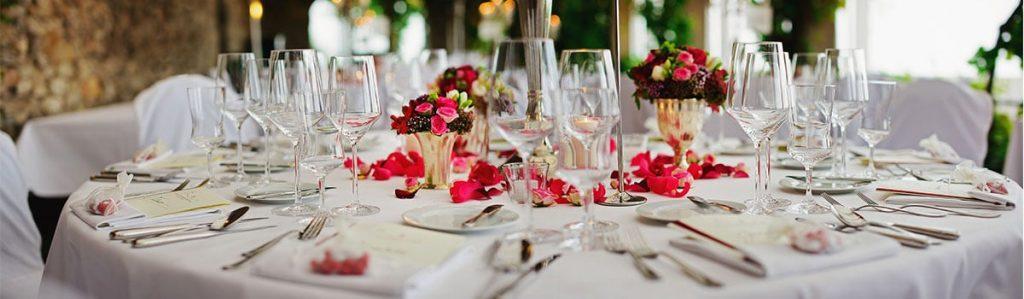 Alquiler de sillas y mesas para ceremonias y comuniones.