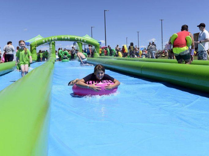 Hinchable Monster Slide, el más divertido y refrescante