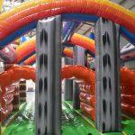 Colchoneta con obstaculos para fiestas infantiles