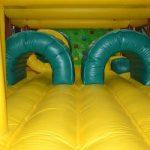 Carrera de obstáculos hinchables para fiestas infantiles