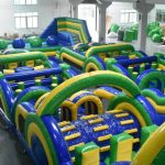 Circuito hinchable de obstaclos, pista americana para fiestas en Alicante