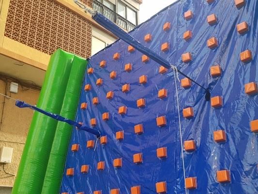 Rocodromo hinchable, pared de escalada para fiestas infantiles