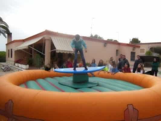 Alquiler Atracciones simulador de surf para Fiestas en Alicante y Murcia