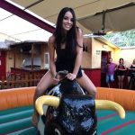 Alquiler toro mecánico con hinchable para Fiestas