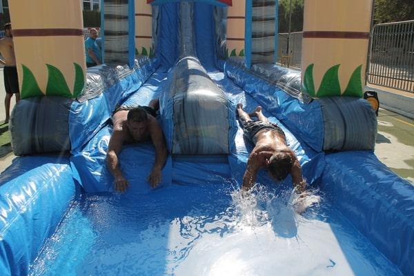 Alquiler Hinchables acuáticos con deslizador en Alicante