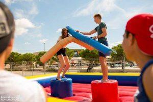 Lucha de gladiadores hinchable para eventos en Alicante y Murcia
