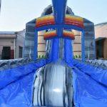 Castillo deslizante acuático con piscina en alquiler