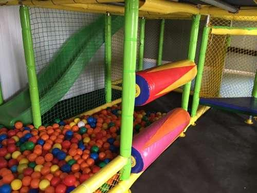 Alquiler ludoteca con parque de bolas para niños